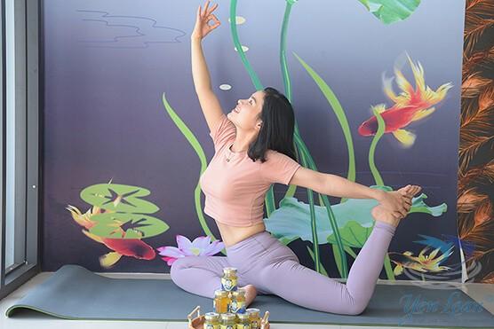 Tập yoga và dùng yến sào giúp phái đẹp giảm cân lành mạnh