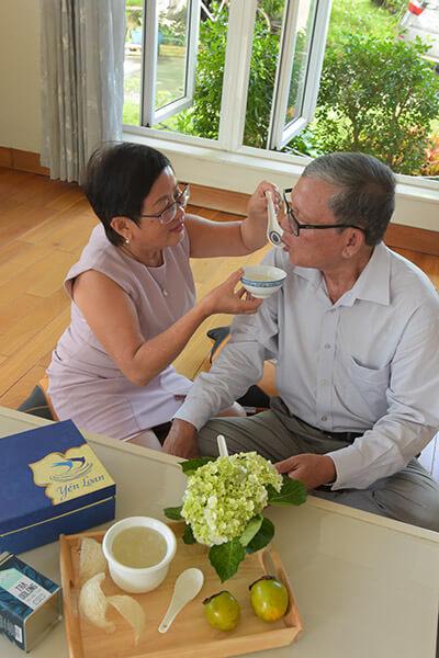 Yến sào là thực phẩm tốt cho người già